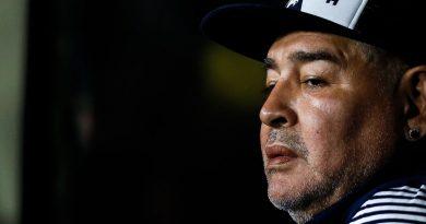 Diego Maradona fue aislado tras tener contacto estrecho con un caso sospechoso de coronavirus.